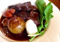ジョージ―ズキッチンさんでは「鹿のスネ肉 赤ワイン煮 ドミグラスソース仕立て」が登場!