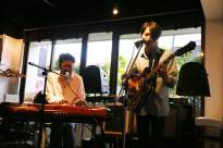 同級生バンドKONCOSによるライブで第二部スタート!!